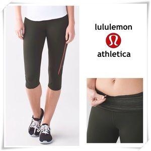 EUC Lululemon Vent it Out Crop Leggings Green
